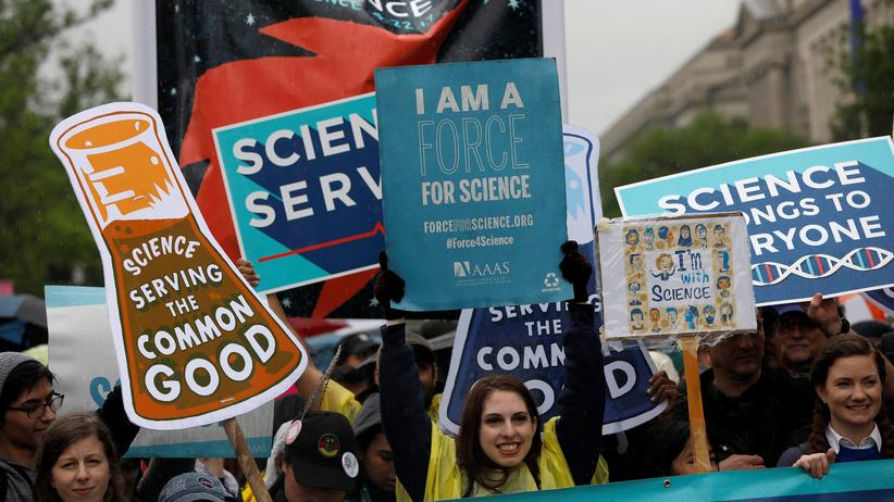 "March for Science: ""Baut Labore, keine Mauer!"""