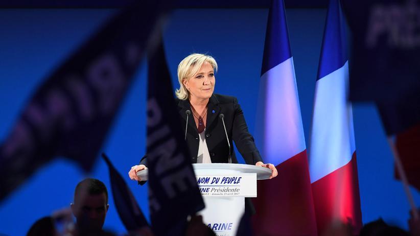 Wahl in Frankreich: Marine Le Pen am Wahlabend in Hénin-Beaumont