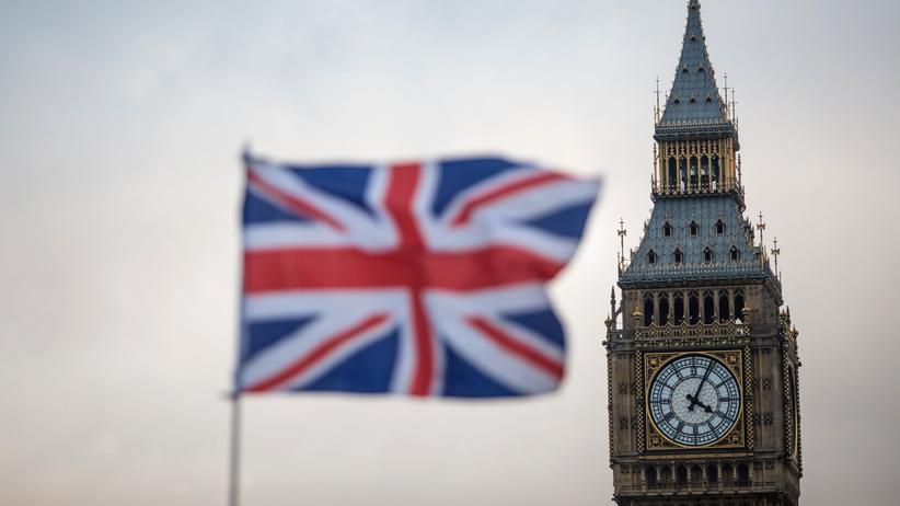 Großbritannien: Die britische Flagge, der Union Jack, weht über dem Big Ben in London.