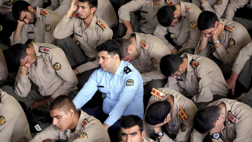Iran: Iranische Soldaten beim Freitagsgebet in Teheran (Archivbild, 2015)