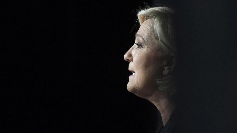 Präsidentschaftswahl in Frankreich: Marine Le Pen kann von weiblichen Klischees in der Pariser Politik profitieren, anders als ihre Kolleginnen.