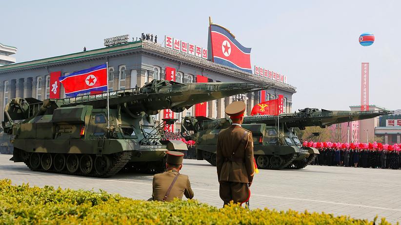 Militärparade über Ostern in Pjöngjang