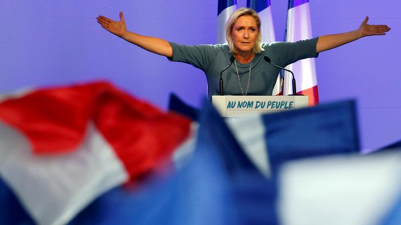 Demokratie: Marine Le Pen während einer Wahlkampfveranstaltung des Front National im französischen Frejus