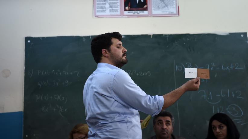 Türkei: Zwei Männer, fünf Stimmzettel