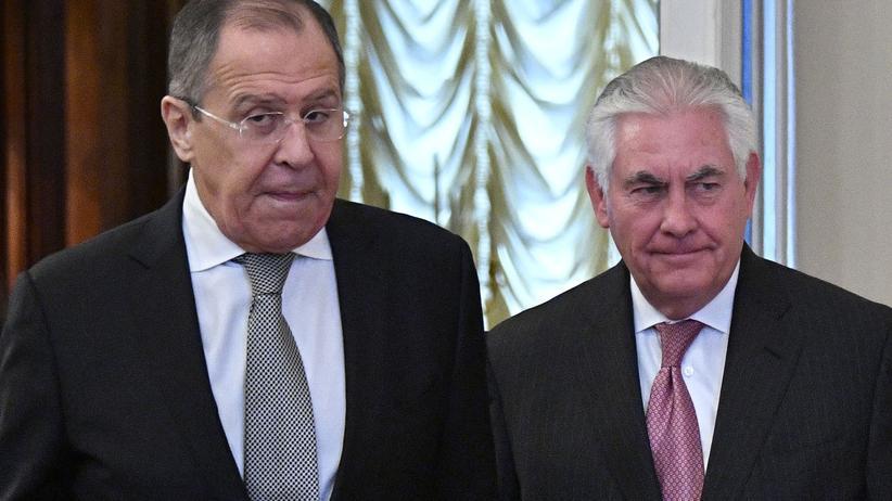 Russland: Russlands Außenminister Lawrow (links) und sein Kollege Rex Tillerson aus den USA während ihres ersten Treffens in Moskau