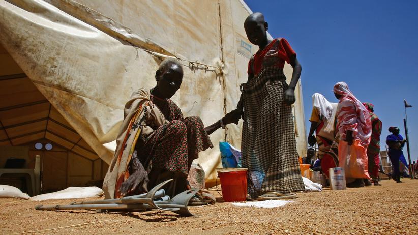 """Südsudan: Gefllüchtete aus dem Südsodan in einem """"Refugee Waiting Centre"""" nahe des Weißen Nils."""