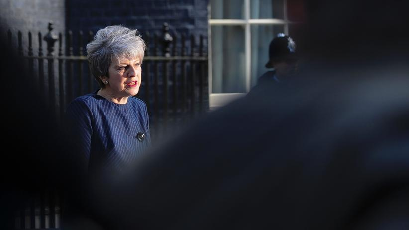 Theresa May: Britische Premierministerin kündigt Neuwahl an