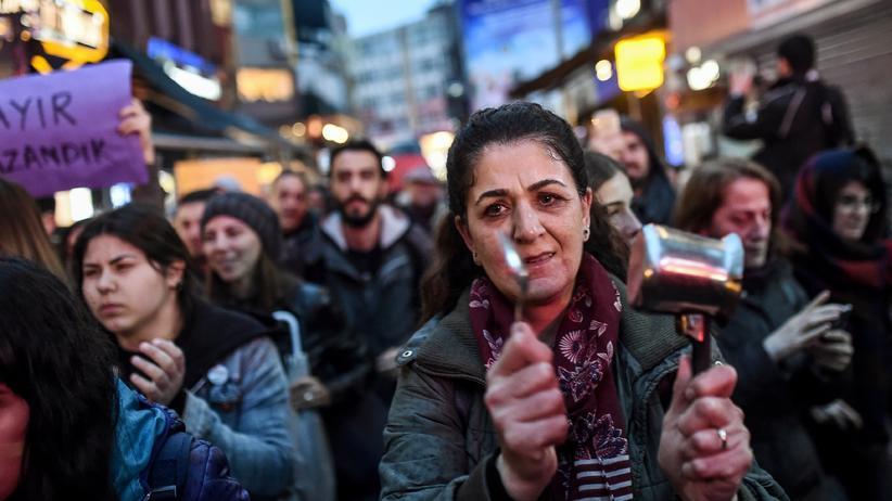 Türkei: Demonstranten im Istanbuler Stadtteil Beşiktaş