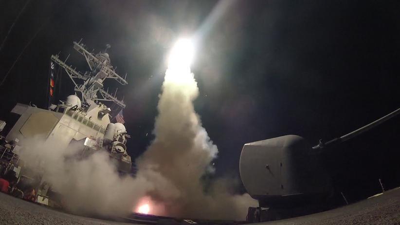 Syrien: USA greifen Assads Luftwaffenbasis an