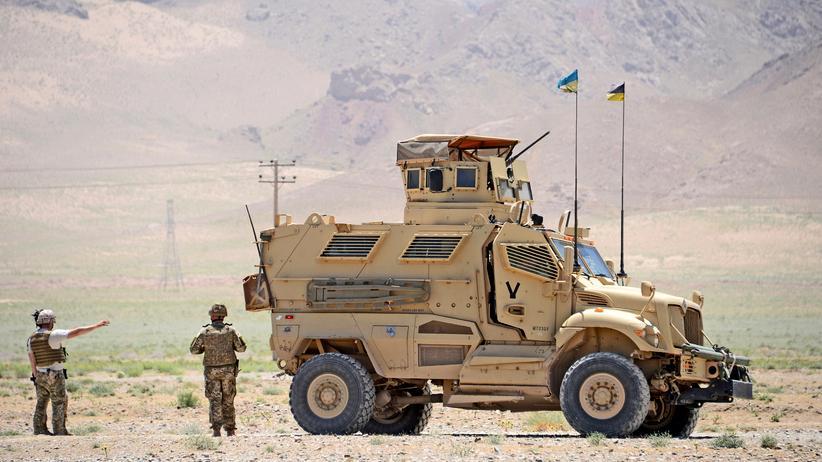 Afghanistan: Italienische Nato-Soldaten und afghanische Sicherheitskräfte patrouillieren im Guzara Distrikt der Provinz Herat.