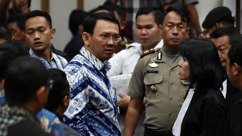 Indonesien: Gouverneur Basuki Tjahaja Purnama (m.) vor Gericht
