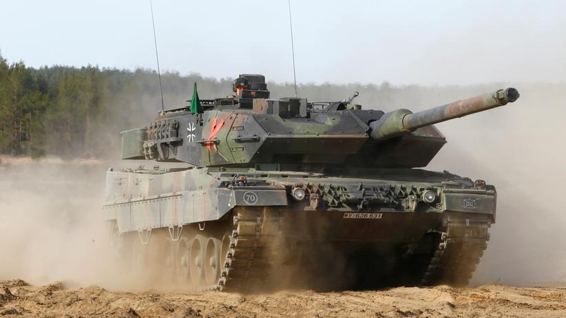 Verteidigungsausgaben: Bundeswehrpanzer bei einer Übung in Litauen