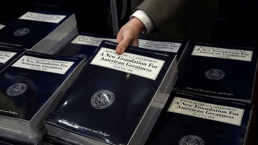 Donald Trump: Gedruckte Fassungen von Trumps Haushaltsplan im Kongress