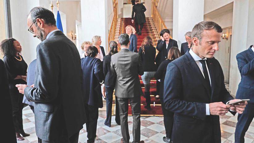 La République en Marche: Frankreichs neuer Präsident Emmanuel Macron mit seinen Ministern nach einem Fototermin