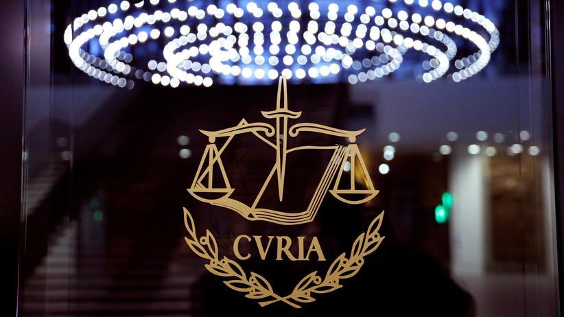 Europäischer Gerichtshof: Das Logo des Europäischen Gerichtshofs am Hauptgerichtssaal in Luxemburg