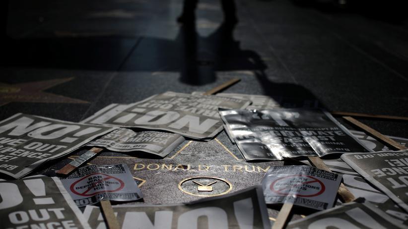 FBI-Affäre: Protest gegen Trumps Entlassung von FBI-Chef James Comey auf dem Walk of Fame in Los Angeles (Bild vom 12. Mai)