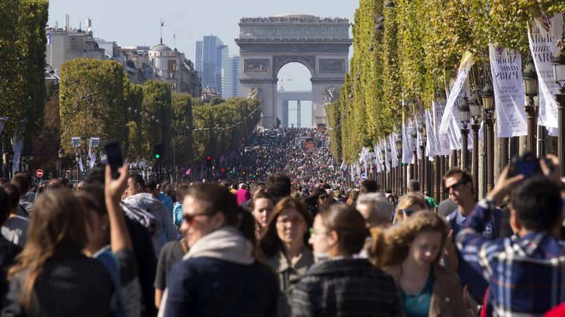 Frankreich: Demonstration auf dem Champs-Elysees in Paris