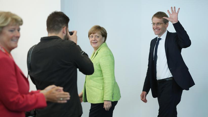 Schleswig-Holstein: Kanzlerin Merkel und Daniel Guenther zu Beginn der CDU-Vorstandssitzung in Berlin