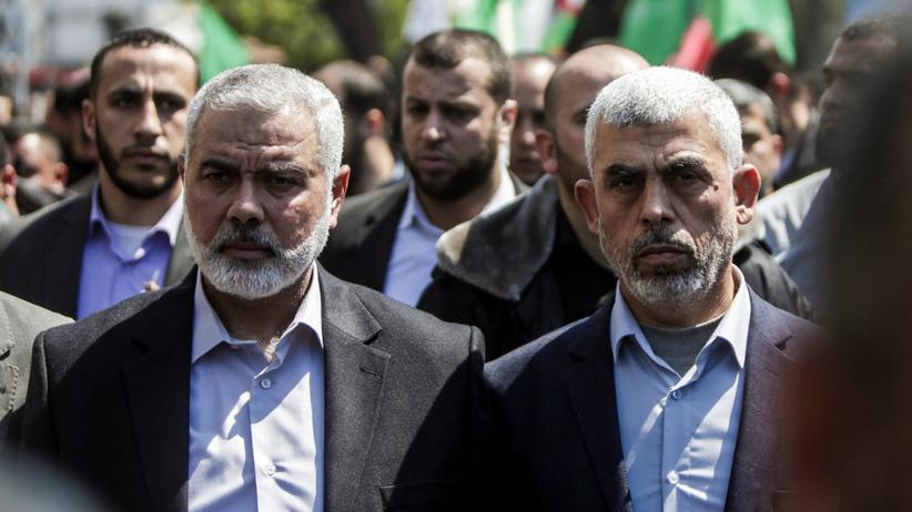 Gazastreifen: Der neue Vorsitzende des Hamas Politbüros Ismail Hanija (links) mit dem Chef der Gaza-Hamas, Jihia al-Sinwar