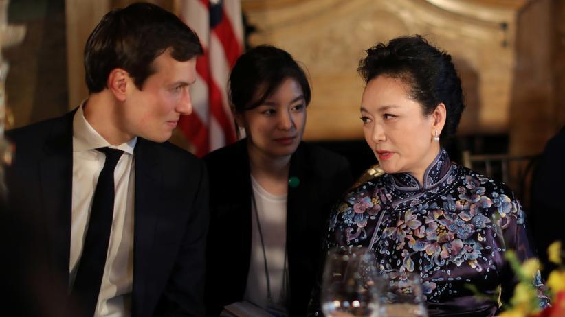 Jared Kushner: Jared Kushner im Gespräch mit Chinas First Lady Peng Liyuan während der Begegnung der beiden Präsidenten im April in Florida
