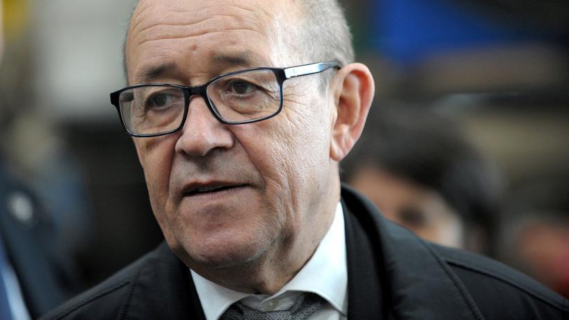 Regierung in Frankreich: Der frühere französische Verteidigungsminister Jean-Yves Le Drian wird in Macrons Kabinett zum Außenminister.