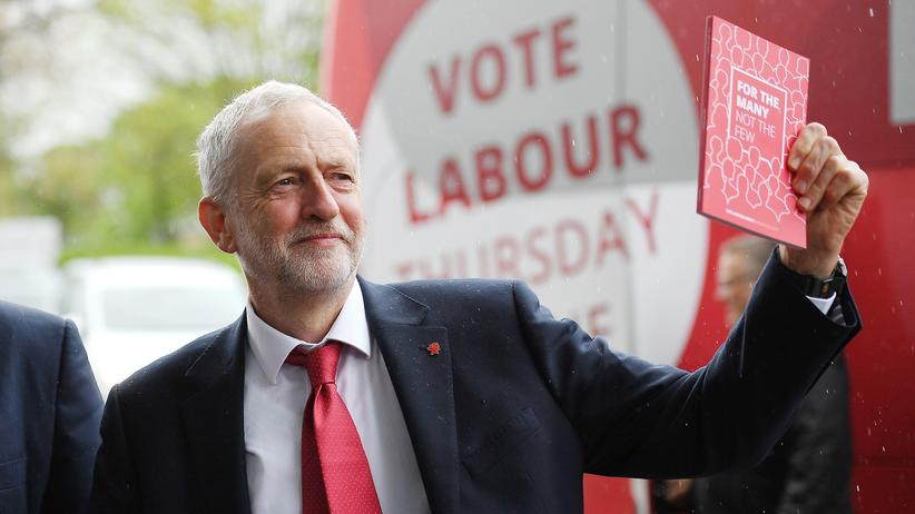Großbritannien: Der Labour-Vorsitzende Jeremy Corbyn (r.)
