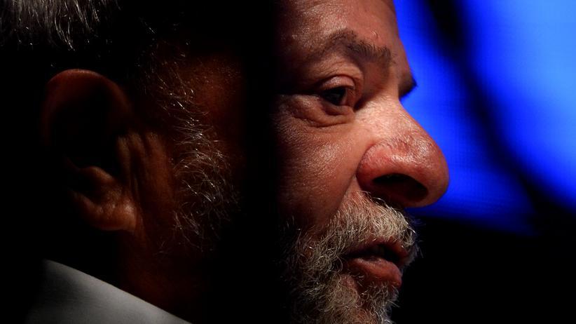 Brasilien: Der frühere Präsident Brasiliens, Luiz Inácio Lula da Silva, hält eine Rede.