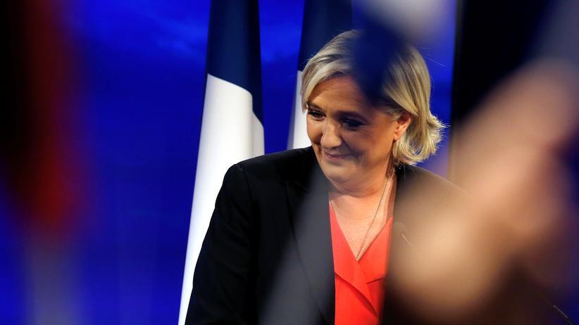Front National: Marine Le Pen, als sie am Abend der Stichwahl ihre Niederlage einräumt