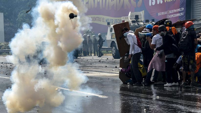Proteste in Venezuela: Tränengas gegen Fäkalienbomben: eine Szene der jüngsten Proteste in der venezolanischen Hauptstadt Caracas