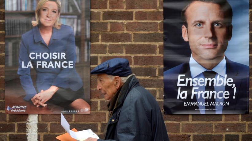 Präsidentenwahl: Ein Wähler auf dem Weg zur Stimmabgabe