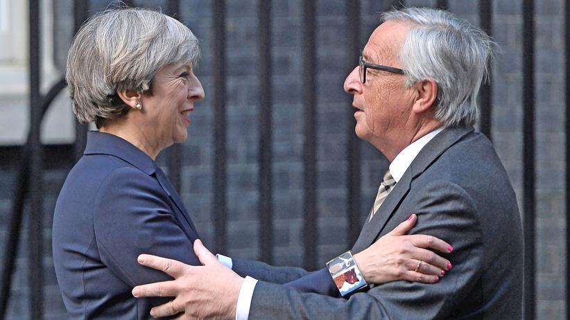 Brexit: Große, symbolische Schnitte beim Brexit, dann aber doch Vieles beim Alten lassen? Das soll die britische Premierministerin dem EU-Kommissionspräsidenten vorgeschlagen haben.