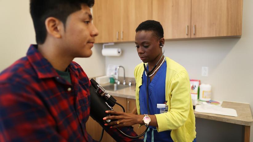 Medicaid: Gesundheitsvorsorge dank staatlicher Unterstützung: Das gilt auch für diesen Patienten in einer Arztpraxis in Miami im US-Bundesstaat Florida
