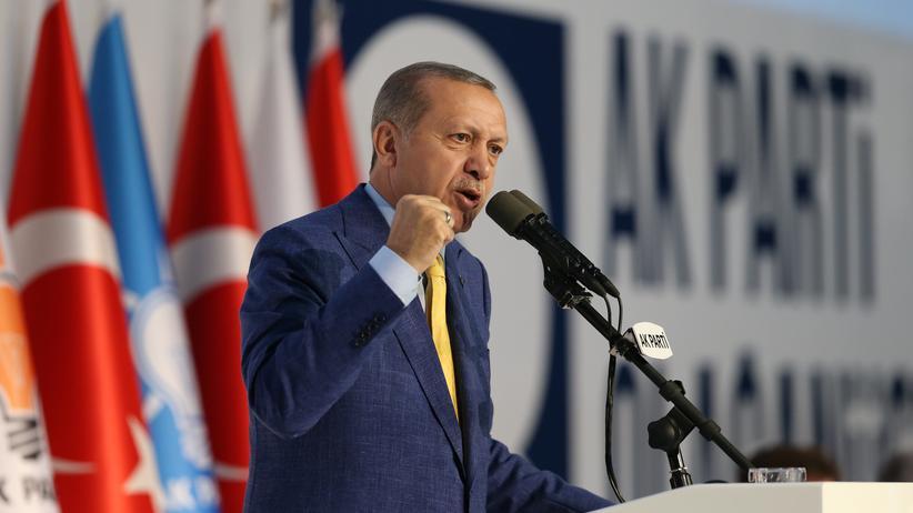 Türkei: Der türkische Präsident Erdoğan hat nun auch formal wieder die Macht in der AKP.
