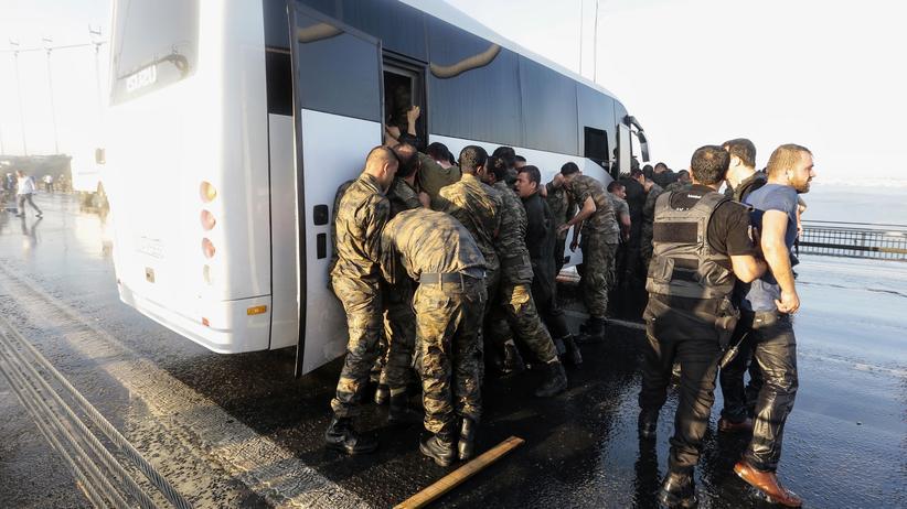 Putschversuch in der Türkei: Türkische Soldaten nach dem gescheiterten Putschversuch im Juli 2016