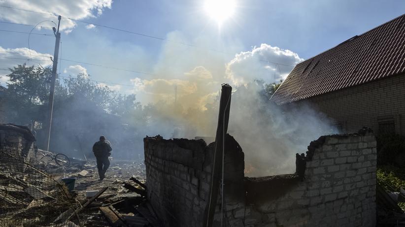 Ukraine: Auf der Seite des Kriegs, wo die ukrainische Regierung noch die Kontrolle hat: zerstörtes Haus in ukrainischen Awdijiwka