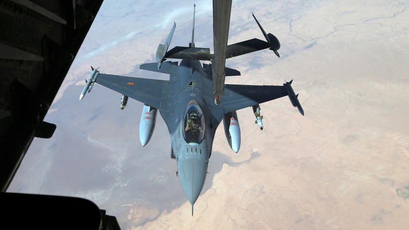 Syrien: US-amerikanischer F-16 Kampfjet über Syrien (Archiv)