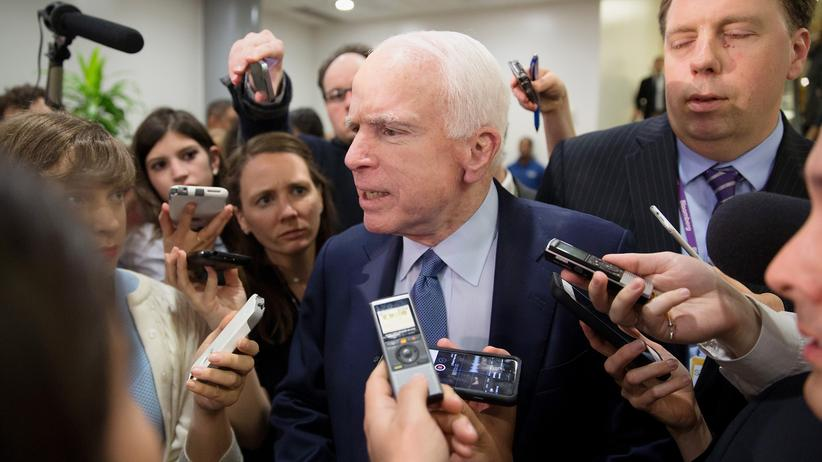 USA: Der republikanische Senator John McCain fordert Konsequenzen für Erdoğans prügelnde Leibwächter.