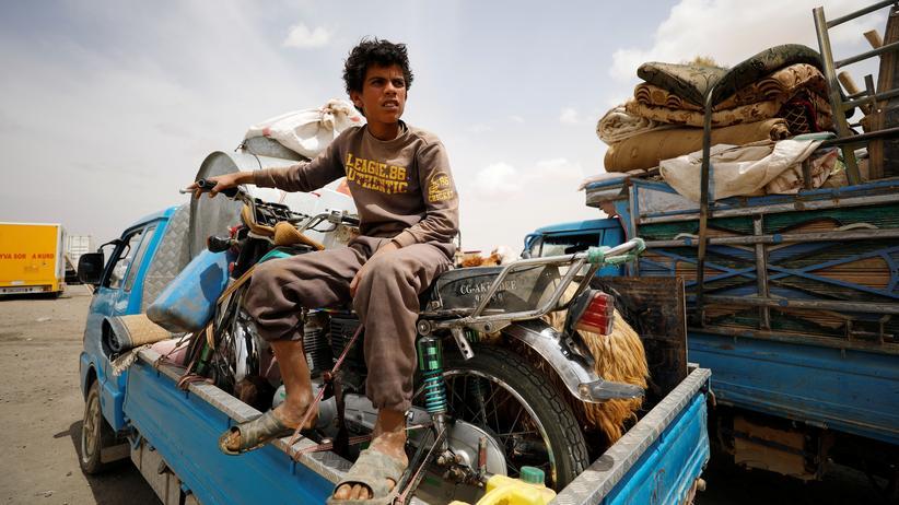 Syrien-Krieg: Syrer fliehen aus der Region um Rakka in Richtung von Gebieten, die von Rebellen kontrolliert werden.