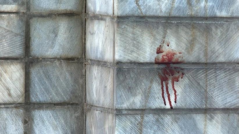 Blutspur am Parlament in Teheran