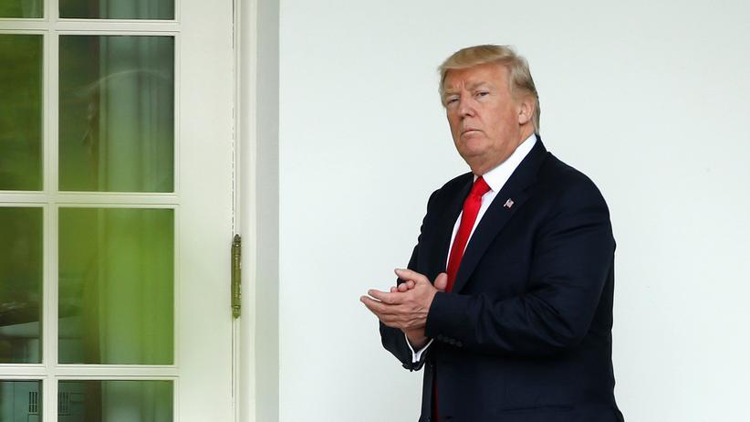 James Comey: US-Präsident Donald Trump vor dem Weißen Haus in Washington