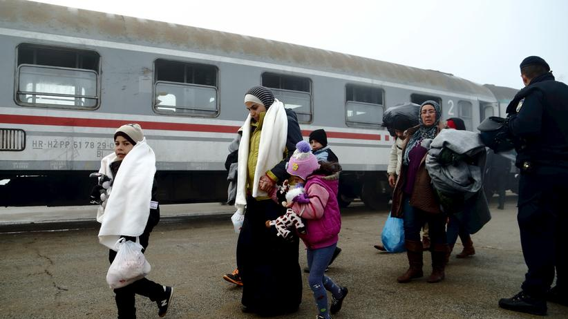 Flüchtlingskrise: Flüchtlinge an einem Bahnhof in Kroatien (Bild vom November 2015)