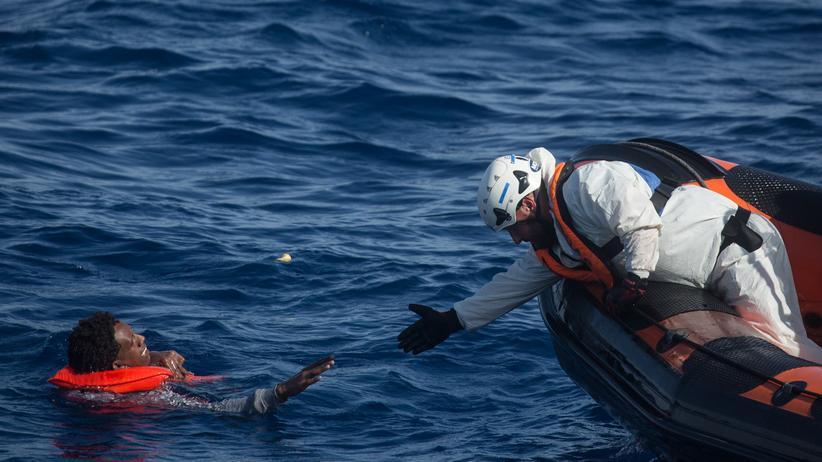 Flüchtlinge: Italien droht mit Hafensperre für Flüchtlingsschiffe