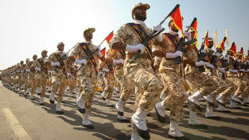 Revolutionsgarden: Mitglieder der iranischen Revolutionsgarde bei einer Parade in Teheran 2011