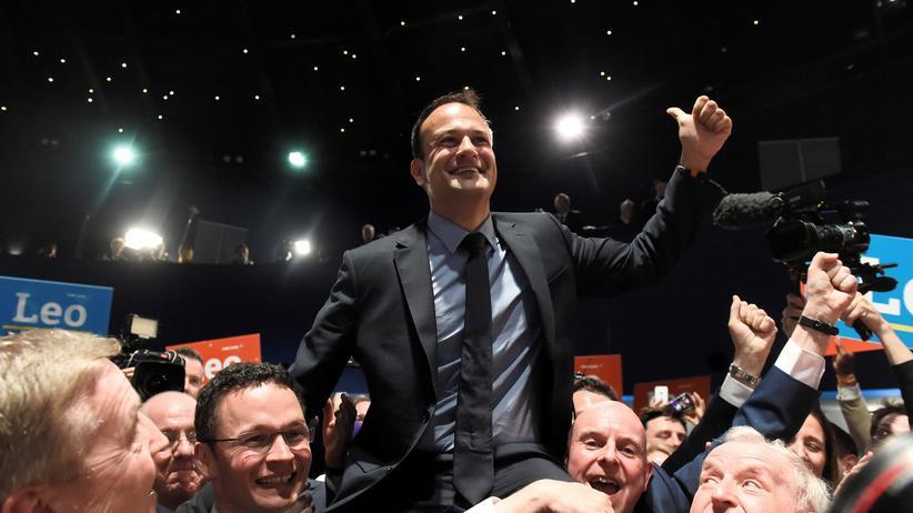 Leo Varadkar: Leo Varadkar gewinnt die Fine-Gael-Wahl und wird als Parteichef Nachfolger von Enda Kenny.