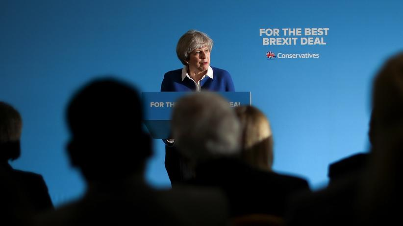 Brexit: Kann nur sie den Brexit erfolgreich managen? Die britische Premierministerin May spricht auf einem Wahlkampfauftritt in Wolverhampton in England.