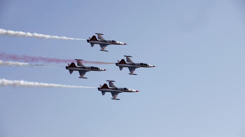 Katar: Türkische Kampfjets bei einer Flugshow.