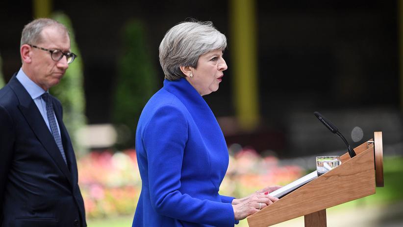 Wahl in Großbritannien: Queen erteilt May den Auftrag zur Regierungsbildung