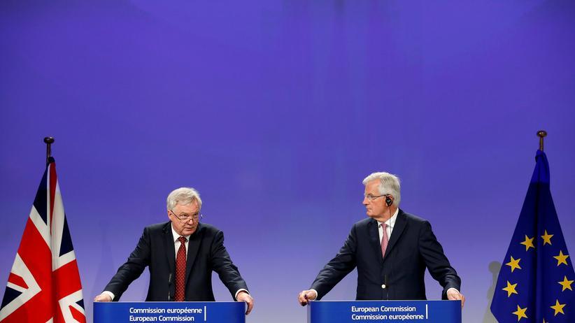 Brexit: Brexit-Minister David Davis und EU-Unterhändler Michel Barnier zeigen sich nach vier Tagen Verhandlungen uneinig.