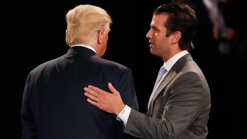Donald Trump Jr. hat E-Mails veröffentlicht, in denen er sich mit einer russischen Informantin austauscht. Sie bot ihm belastende Informationen über Hillary Clinton an, die Konkurrentin seines Vaters.