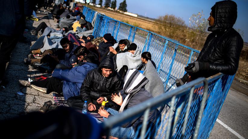 Flüchtlinge: Routen ändern sich, das Geschäft mit den Menschen bleibt
